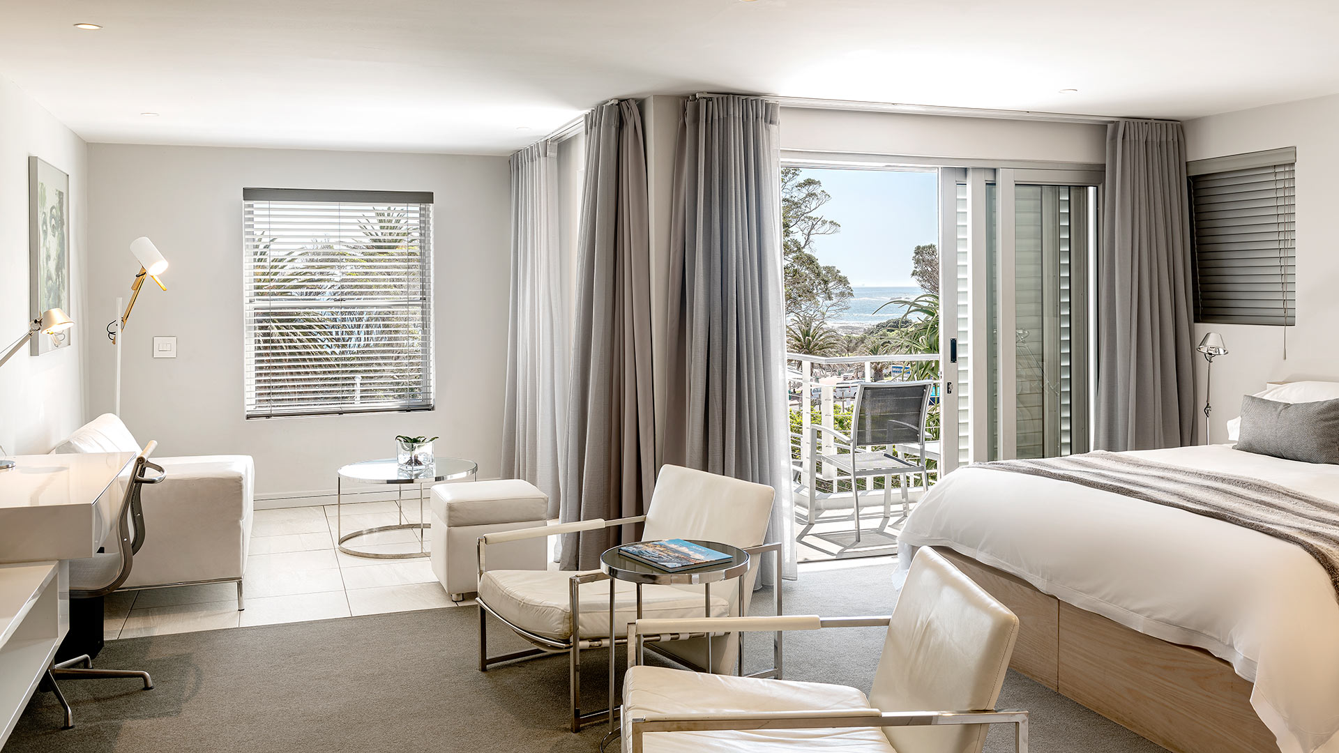 south-beach-camps-bay-classic-balcony-suite-10