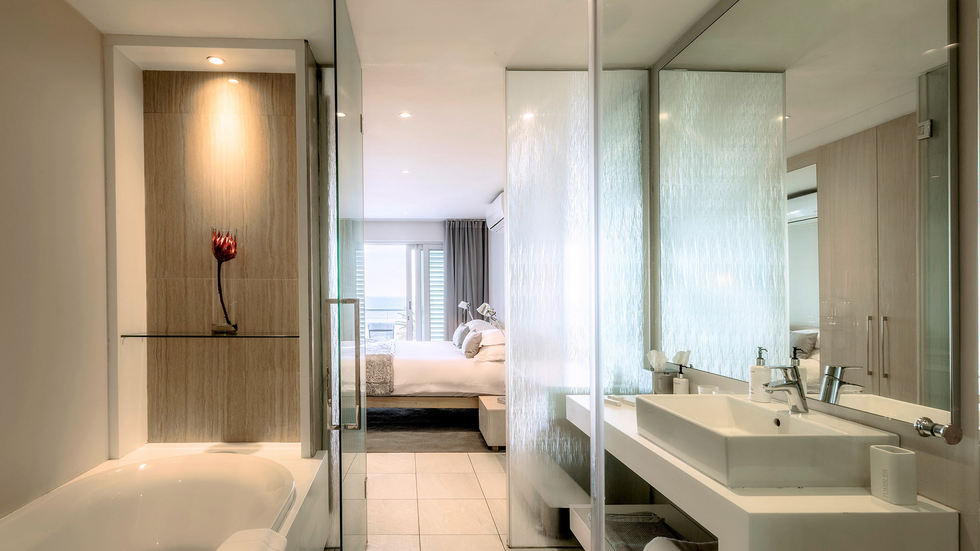 south-beach-camps-bay-classic-balcony-suite-2