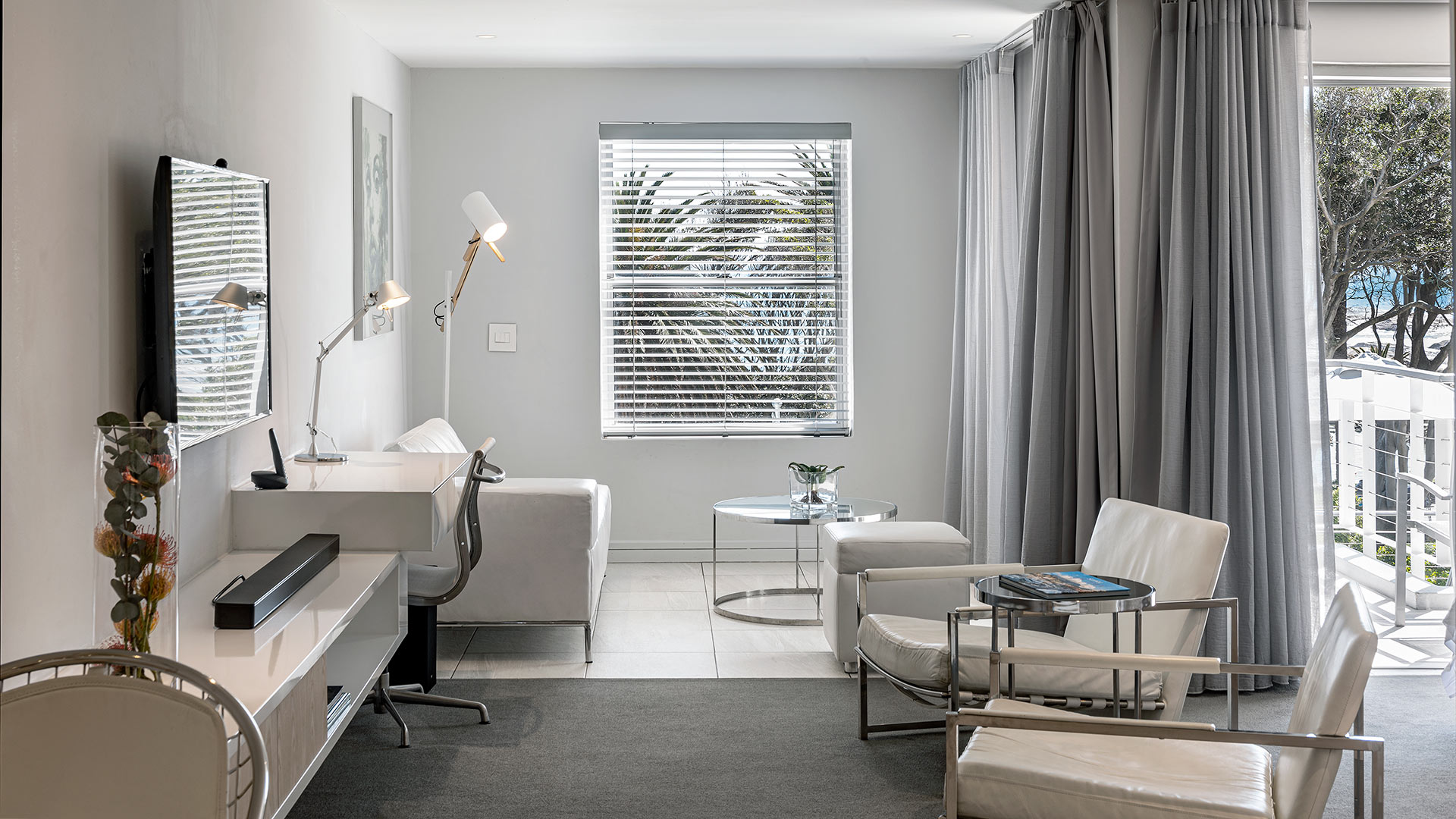south-beach-camps-bay-classic-balcony-suite-9