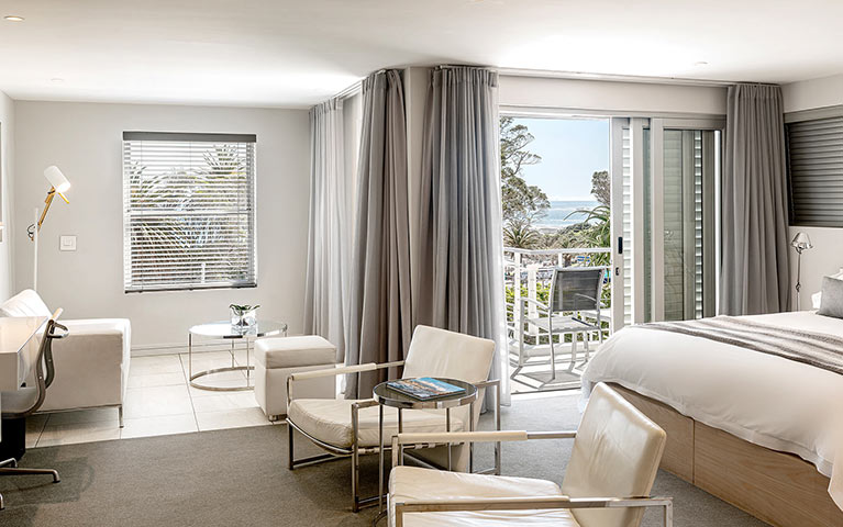 south-beach-camps-bay-classic-balcony-suite-mobile-10