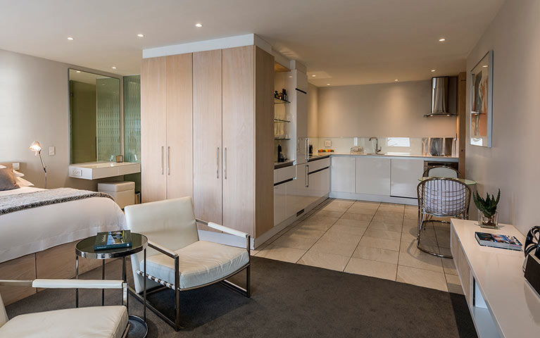 south-beach-camps-bay-classic-balcony-suite-mobile-3
