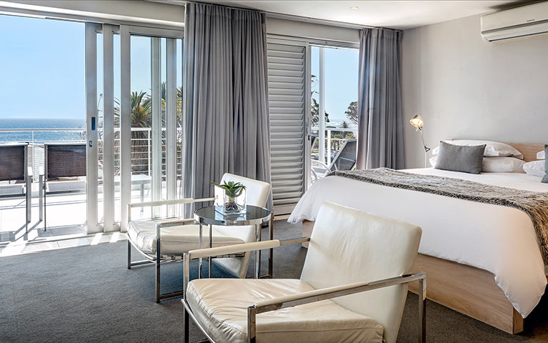 south-beach-camps-bay-classic-balcony-suite-mobile-8