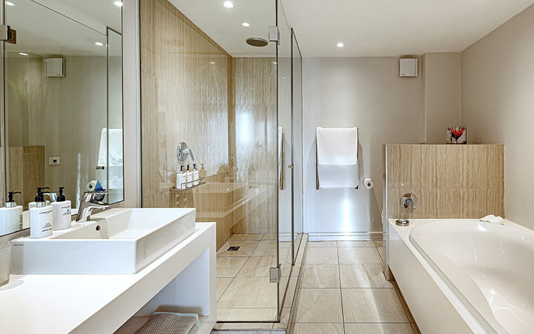 south-beach-camps-bay-classic-plus-suite-mobile-2