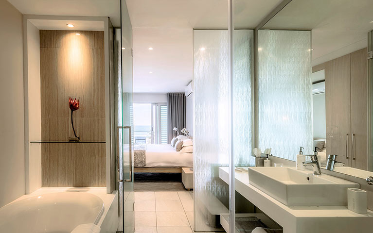 south-beach-camps-bay-classic-plus-suite-mobile-3