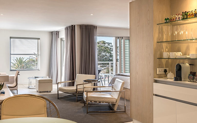 south-beach-camps-bay-classic-plus-suite-mobile-5