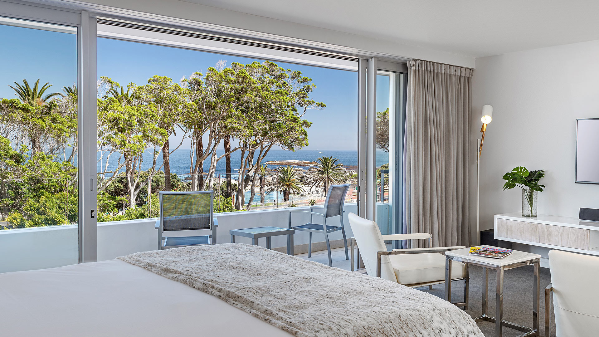 south-beach-camps-bay-deluxe-plus-suite-1