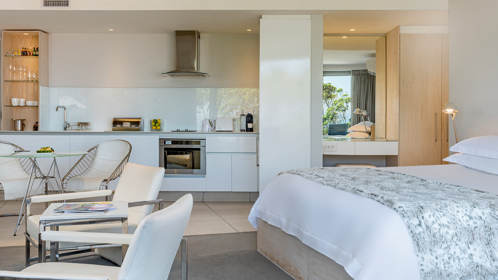 south-beach-camps-bay-deluxe-plus-suite-5