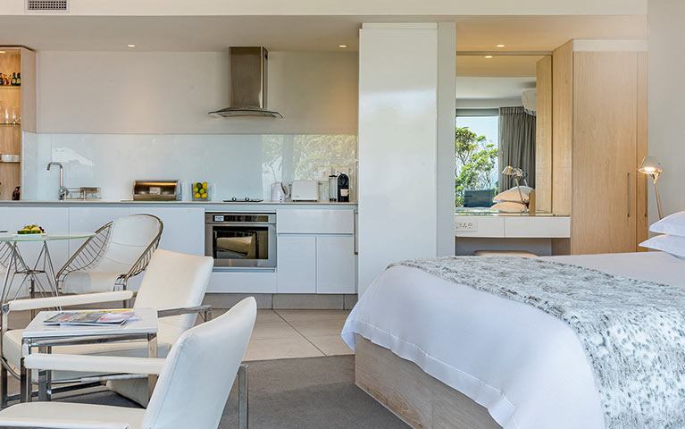 south-beach-camps-bay-deluxe-plus-suite-mobile-5