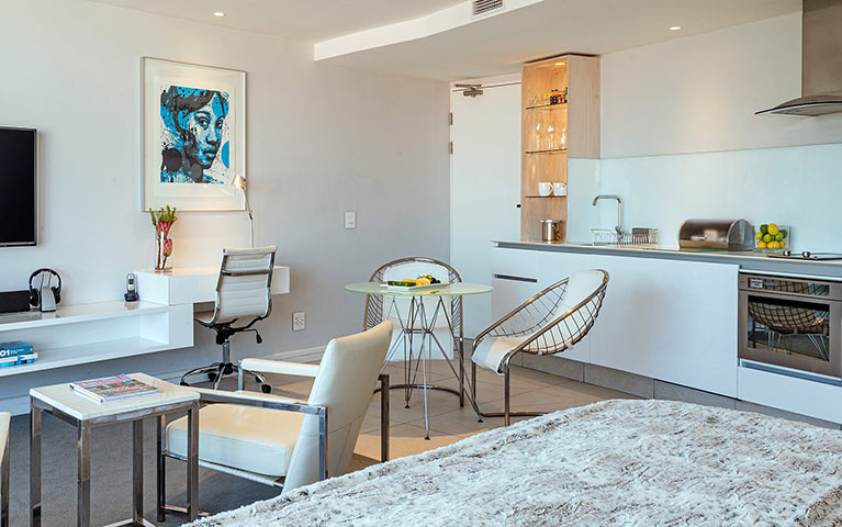 south-beach-camps-bay-deluxe-plus-suite-mobile-6