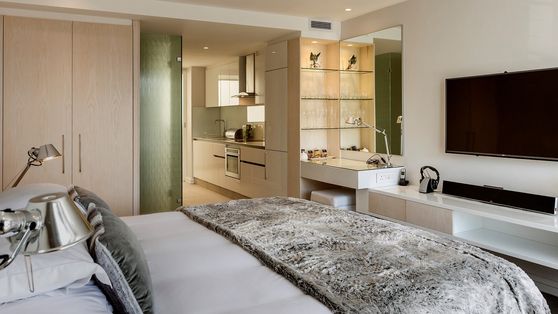 south-beach-camps-bay-deluxe-suite-2