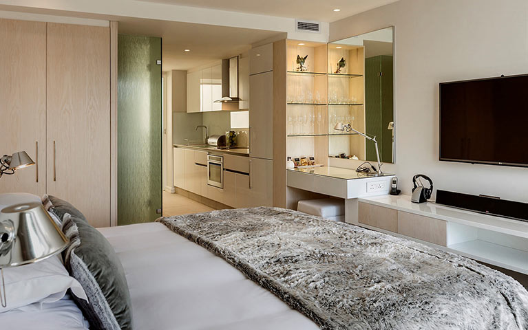 south-beach-camps-bay-deluxe-suite-mobile-2