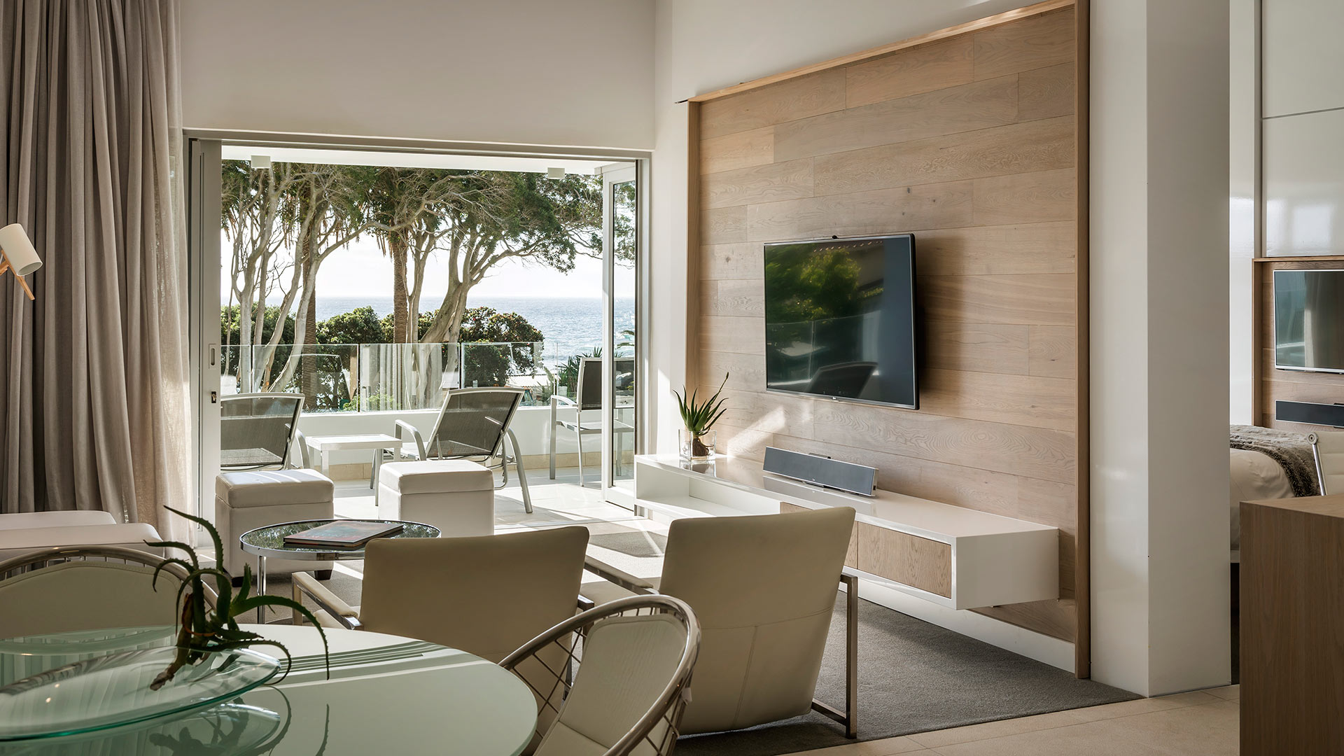 south-beach-camps-bay-one-bed-luxury-4