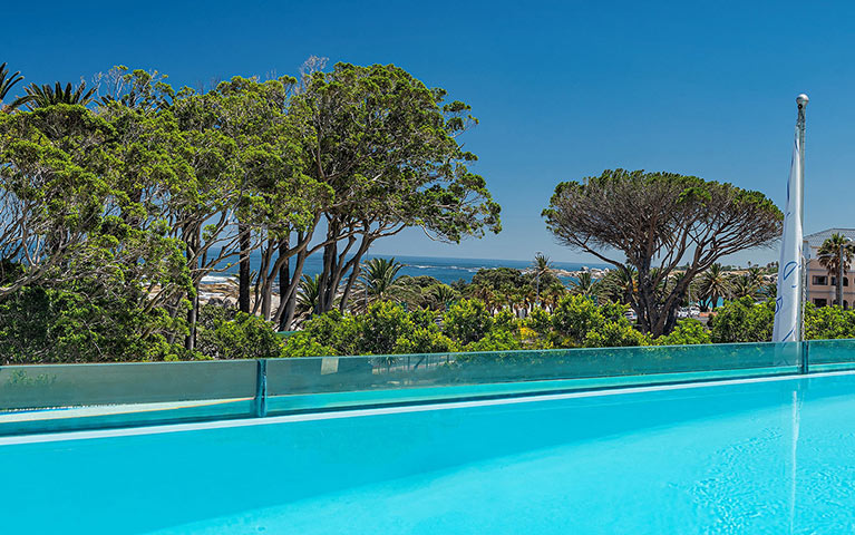 south-beach-camps-bay-pool-terrace-suite-mobile-4